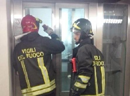 bloccate nell'ascensore