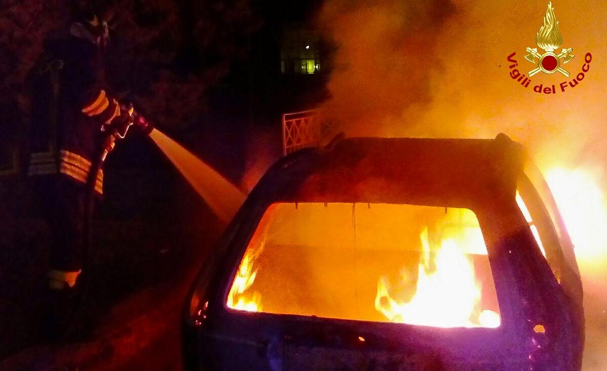 automobili in fiamme