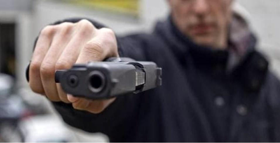 Cassiera rapinata da un uomo armato: via l'incasso di 11 mila euro