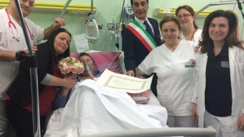 243e03b4a41d Compagni di una vita si sposano nel letto del ospedale - La ...