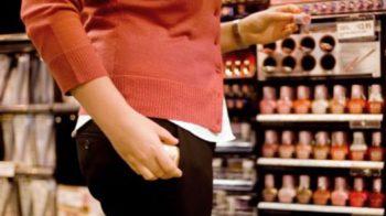 Tenta di rubare cosmetici per 600 euro