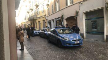 La polizia ferma un uomo in via Italia