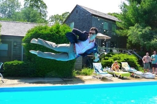 Si tuffa vestito in piscina e 39 successo alla rivetti la provincia di biella - Piscina rivetti biella ...