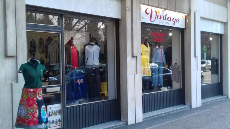 low priced 5150c c9319 A Biella un negozio di abiti vintage delle migliori marche a ...