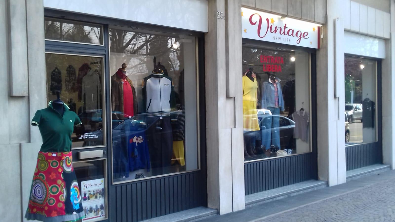 Negozi Adidas Abbigliamento a Biella e provincia : Negozi e