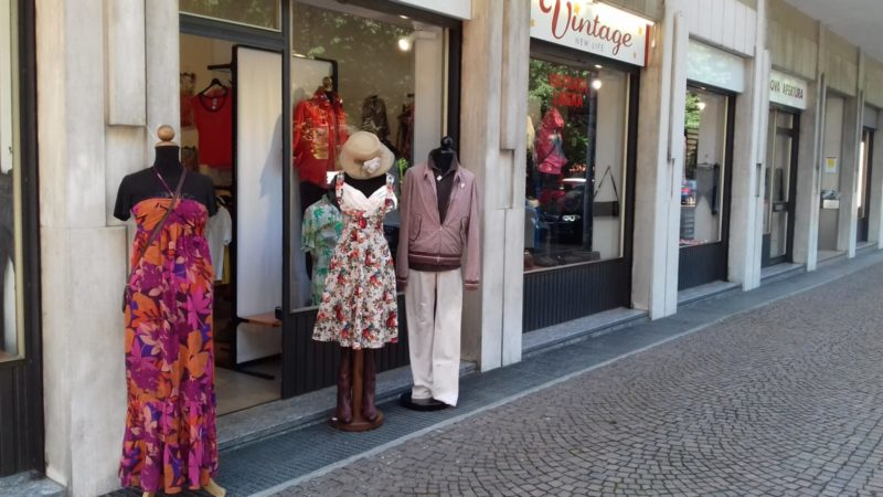 size 40 928d4 70993 Saldi nel negozio di abiti vintage: tutto scontato del 30 ...