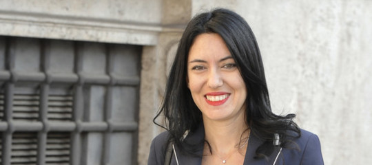 """Scuola, Azzolina: """"Da banchi singoli a organici, fondi per 2,5 mld ..."""