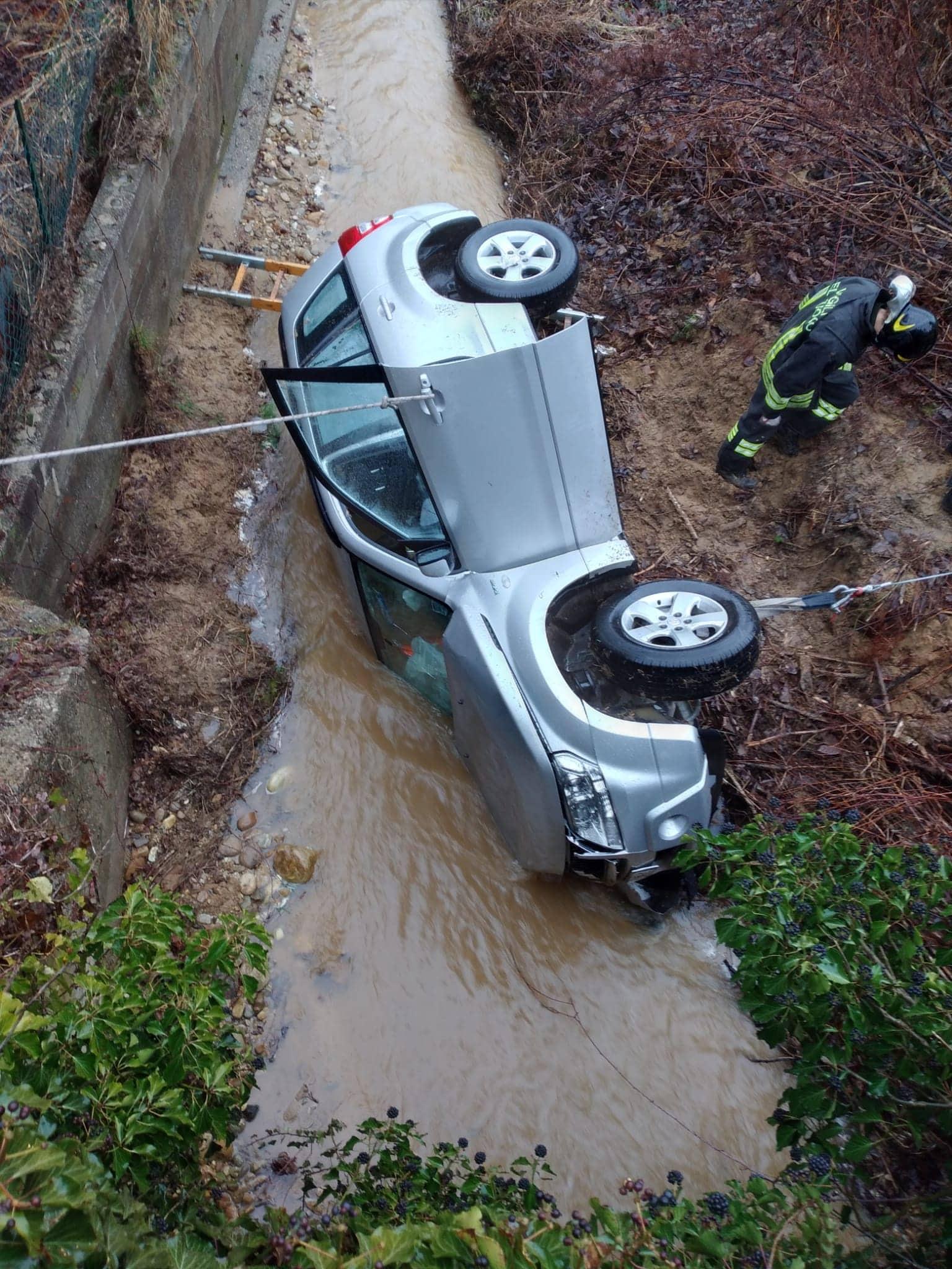 auto nel torrente